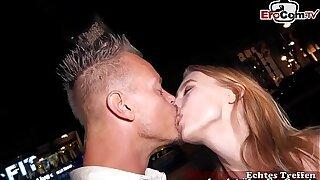 Junge Schülerin wird auf der Straße in Berlin verführt und zum EroCom Date Porn casting eingeladen